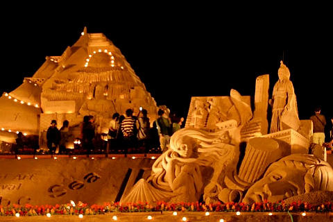 SAND SCULPTURES ARE LIT UP
