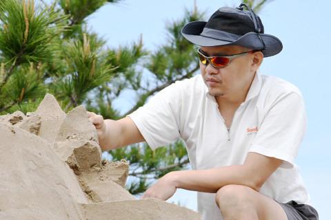 http://www.sand-minamisatsuma.jp/images/artist-jooheng-tang-profile.jpg