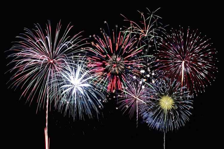 大迫力!南さつま市の空を彩る打ち上げ花火
