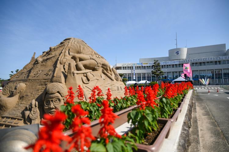メイン砂像と花