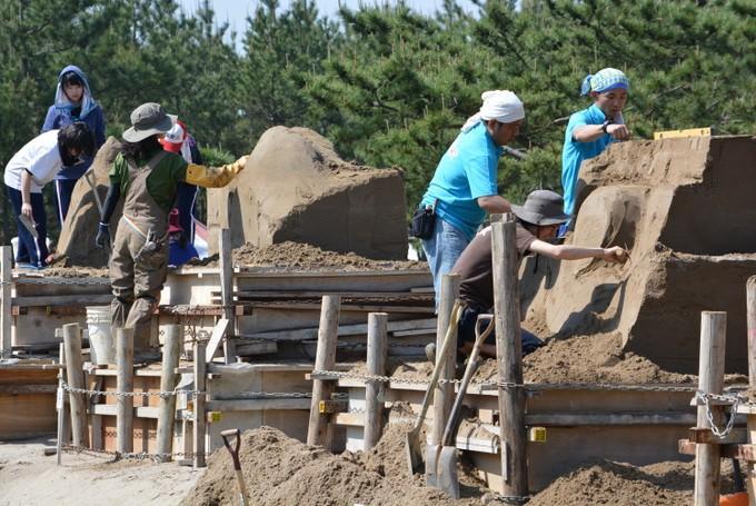 過去の砂の彫刻選手権大会の様子