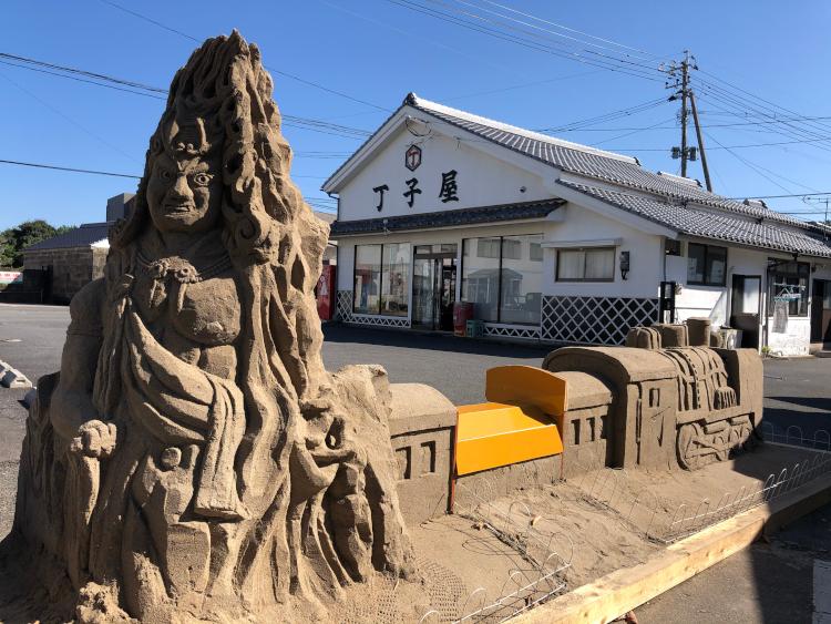 丁子屋さんの前の砂像2